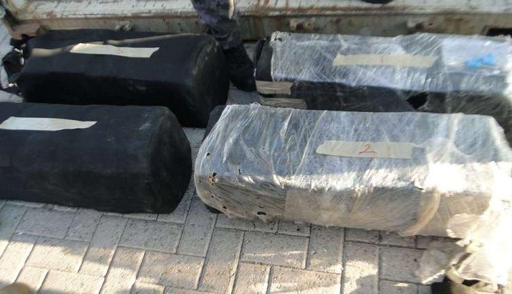 """En el contenedor que transportaba pañales para bebé a bordo del buque """"LUNA MAERSK"""", elementos de la Secretaría Marina-Armada de México identificaron cuatro maletas de color negro con un sello ..."""