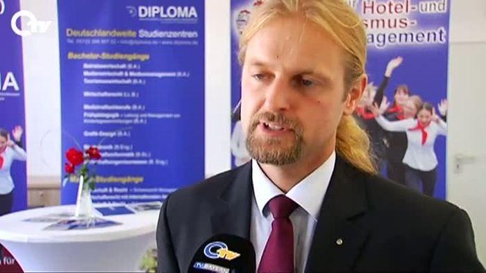Duales Studium für den Tourismus jetzt auch in Wiesau möglich - Hotel-Job-Report bei HOTELIER TV: http://www.hoteliertv.net/hotel-job-tv/duales-studium-f%C3%BCr-den-tourismus-jetzt-auch-in-wiesau-möglich/