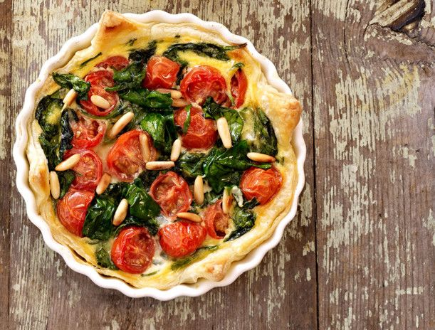 Unser beliebtes Rezept für Blätterteig-Quiche mit Spinat & Tomaten und mehr als 55.000 weitere kostenlose Rezepte auf LECKER.de.