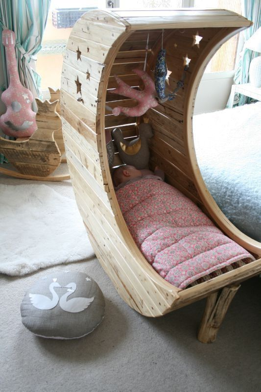 31 Useful And Most Popular DIY Ideas, Moon Shaped Baby Cradle Made Out of Palettes - make this wider and put a cushion in back n it could be a cool chair for reading!