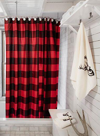 Les célèbres carreaux chasseur en contraste traditionnel de rouge et de noir, idéal pour compléter votre décor dans l'esprit lodge urbain. Tissu de polyester imperméable, résistant et facile d'entretien Suspension à oeillets de métal antirouille Cordon de maintien au bas 180x180 cm