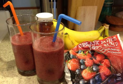 Paleo Chocolate-Cherry-Banana Breakfast Smoothie
