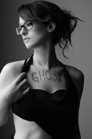 Ingrid Michaelson : A ghost?! Everything's going to be ok.
