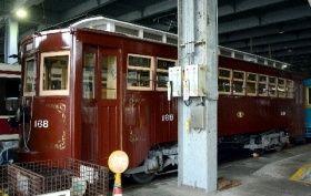 長崎電気軌道の車庫で休む九州最高齢、160形。北九州市や福岡市で走った後、約60年前に長崎へやって来た=13日、長崎市の浦上車庫