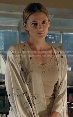 Kate's floral robe on Castle.  Outfit Details: http://wornontv.net/48911/ #Castle