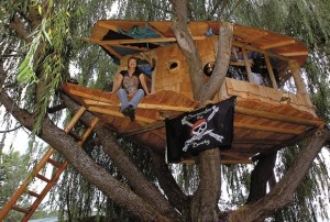 oooohh a pirate tree house !!! :D