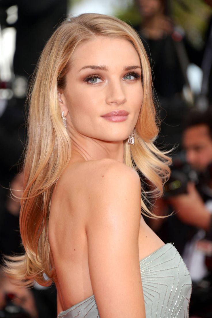 Rosie Huntington-Whitely stuns with a smoky bronze eye. Click here for tips on how to get the look.