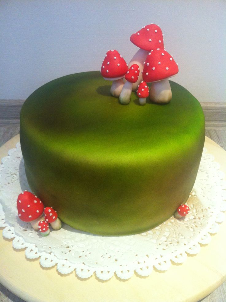 Mushrooms fondant cake