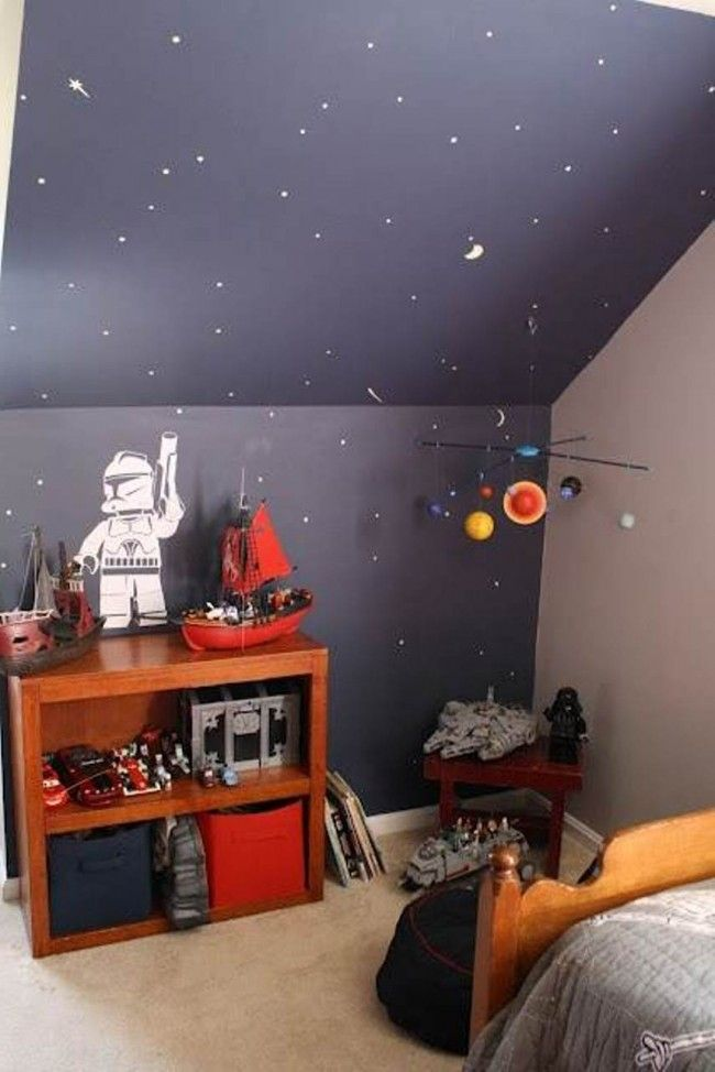 Bedroom decorating with star wars bedroom ideas a - Chambre sous combles couleurs ...