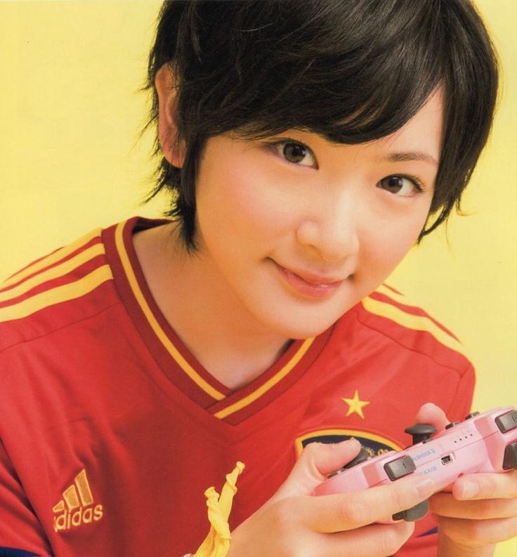 生駒里奈    (via http://nogizaka46indo.blogspot.com/2012/08/soccer-game-king-v012-ikoma-rina_25.html )