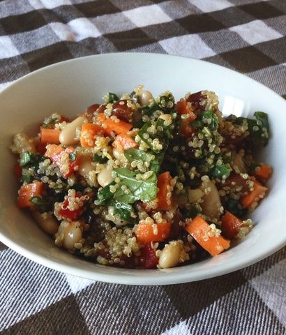Recette de salade de quinoa, haricots blanc et kale- Quinoa, white beans and kale salad.
