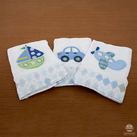 O Jogo de fralda 2 peças é um item que não pode faltar no enxoval do bebê. Contem uma fralda grande e uma fralda de boca de ótima qualidade (kremer) de toque suave e macio, com delicados bordados e barrados de tecido 100% algodão.      Imagem meramente ilustrativa.  Produto confeccionado artesana...