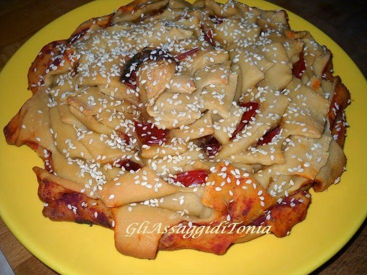 Gli assaggi di Tonia: Fiore di pizza ai peperoni               http://gliassaggiditonia.blogspot.it/2014/09/fiore-di-pizza-ai-peperoni.html