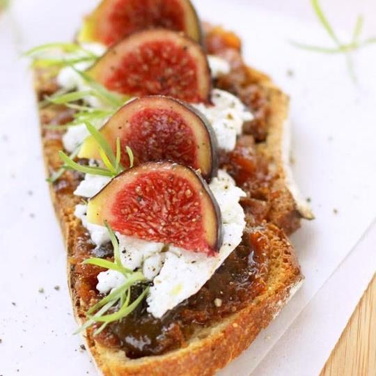 Figs Toast with Chutney and Goat Cheese