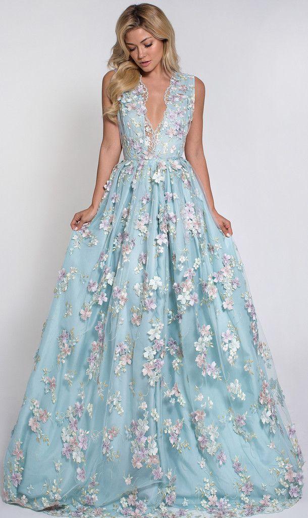 Fazendo uma alteração do decote, amei o vestido :)