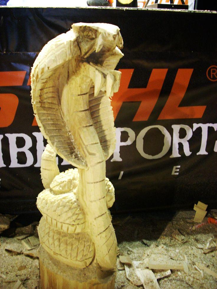 Escultura de una cobra real esculpida en madera  www.tallasllorente.com