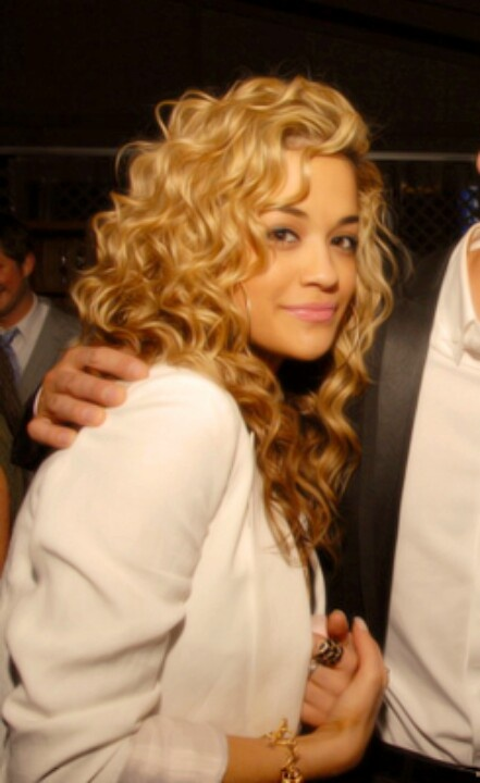I wish I could have romantic curls like this!!