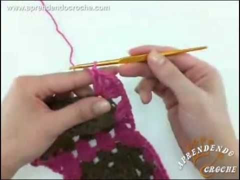 Aula completa em vídeo ensinando de maneira detalhada como unir squares (quadrados) em crochê, método join as you go, sem ter que cortar o fio durante toda a...