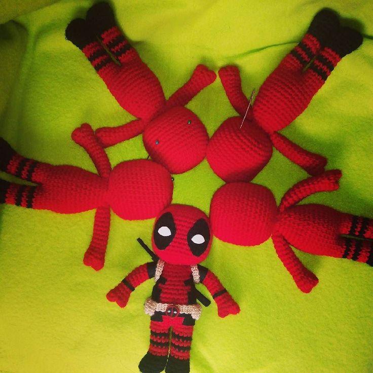 Otra tanda de Deadpools amigurumi en proceso!  More Deadpool amugurumi con process!  #amigurumi #deadpool #chibi #superhero #marvel #movie #cute #picoftheday #instagram #instacrochet #adorable #love #marvelcomics #crochet #ganchillo #etsy #etsyseller #art #arte #design #diseño #handmade #craft #kawaii #athousandneedles #lasmilagujas #comic #felt by athousandneedles