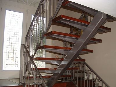 interior steel staircases for residences | Steel interior stair using tube stringers