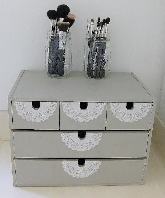 Simple Makeup Storage Tutorial