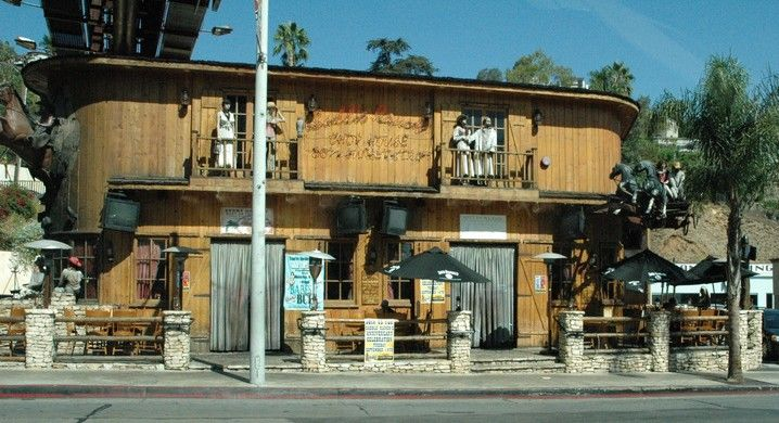 The Saddle Ranch Chop House is easy to find on the Sunset Strip as we sightsee with our Elite Adventure Tours guests between Hollywood and Beverly Hills. It makes for a fun lunch stop, too.