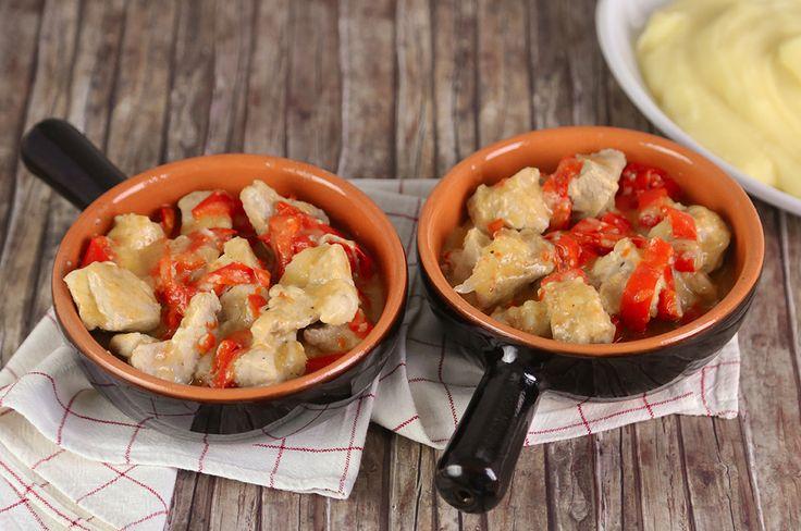 Lo spezzatino di maiale è un ottimo piatto unico, dal sapore delicato e dalla consistenza cremosa, è perfetto per i primi freddi: provate la nostra ricetta.