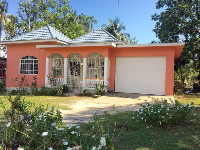 This Recently Built House Is Approx 2600 S F And Comprises 2 Bedrooms 2 Bathrooms Open Living Dining Kitchen Biznizout Com Jamaica House House Simple House Plans Small house designs in jamaica