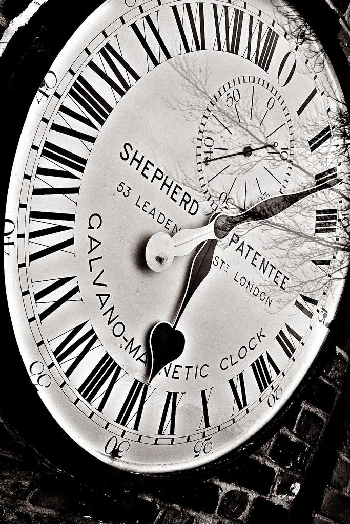 Greenwich Mean Time 12:08:49 -Royal Observatory London