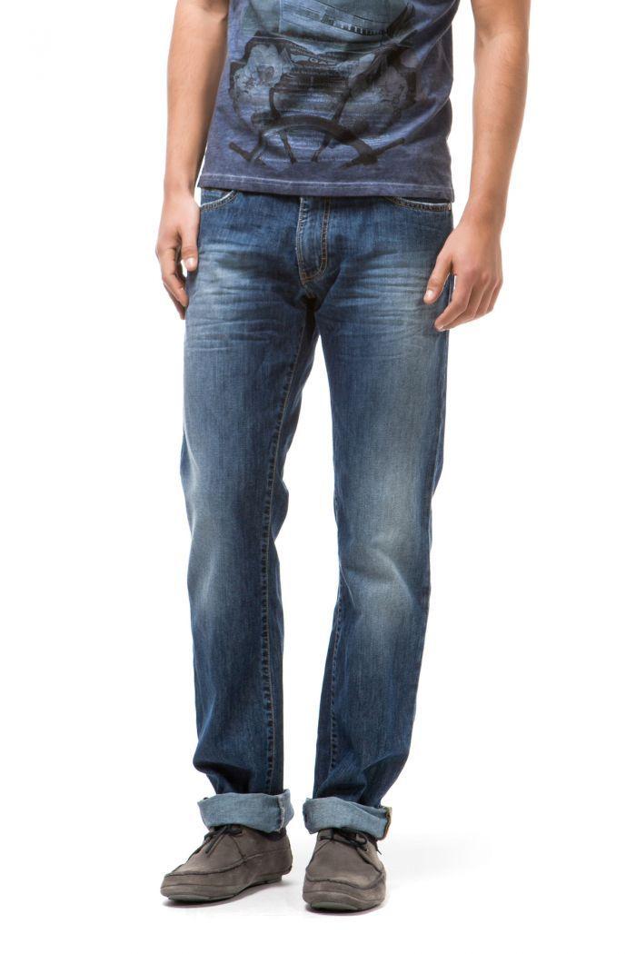 Norton Rs Genuine 5-pocket model, regular fit. Cut and stitched back pocket.