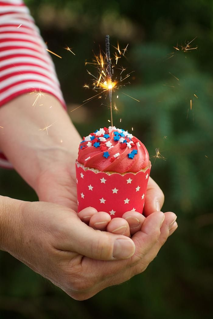 TOP A RED, WHITE OR BLUE FROSTED CUPCAKE WITH A SPARKLER FOR A FUN AND EASY JULY 4TH DESSERT! Found via Kara's Party Ideas