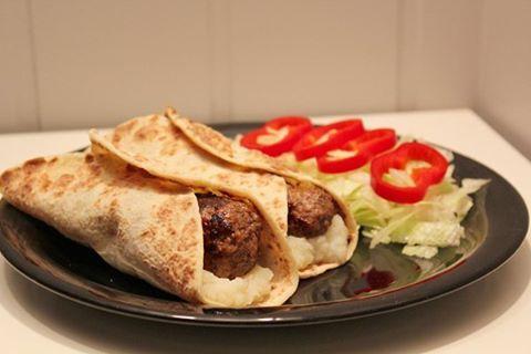 Rollerburger med mos i lompe 👌😉 www.linnmblom.blogg.no #rollerburger #potetmos #Lomper #aulie #middagstips #matglede #matinspirasjon #kosthold #linnmblom #sunnmat #sunnerehverdag #suntoggodt #foodlove #foodinspo #eatclean #nrkmat #yesmat #kamillepuls #shapeupnorge #fitspo #fitfam hamburgare wrap hamburgar tortilla carbzone lomper