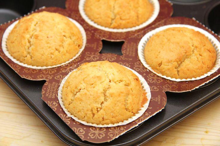 Słodkie muffinki kukurydziane - przepis: Ten zapiekany słodki deser kremowy bez dodatków, sam w sobie jest smaczny! Nawet bardzo smaczny! Wyśmienita słodycz, którą możesz delektować się w domu z rodziną lub na prywatce!