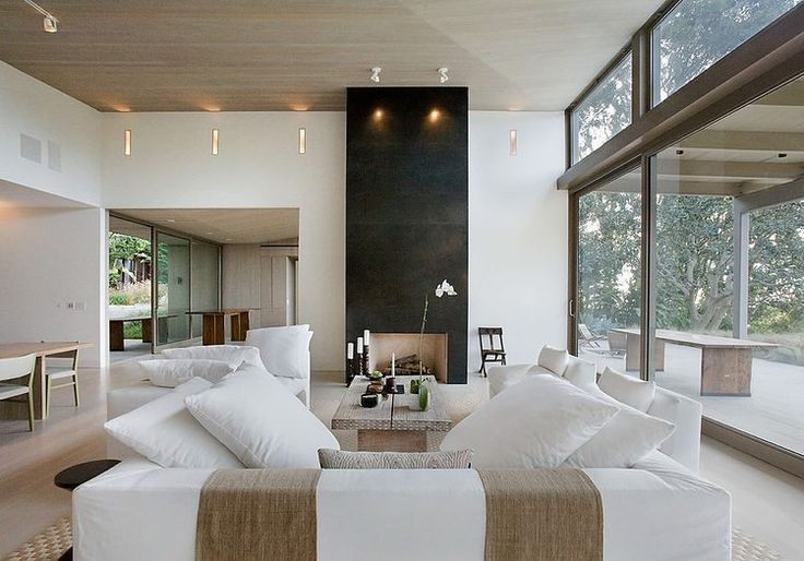 Situated in Malibu, California, this contemporary private residence was designed by Dutton Architects.