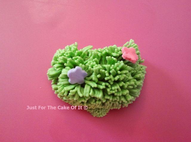 Cake Decorating Fondant Grass : The 49 best images about Fondant: trees, plants, etc. on ...
