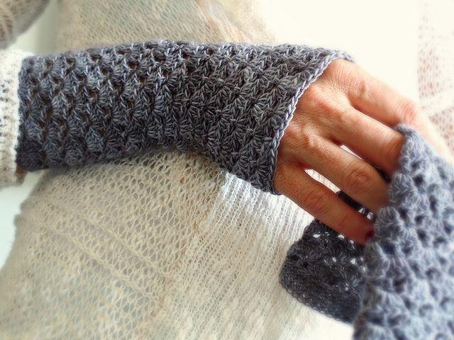 Site com muitas receitas em inglês. Crochet pulso aquecedores de Karla
