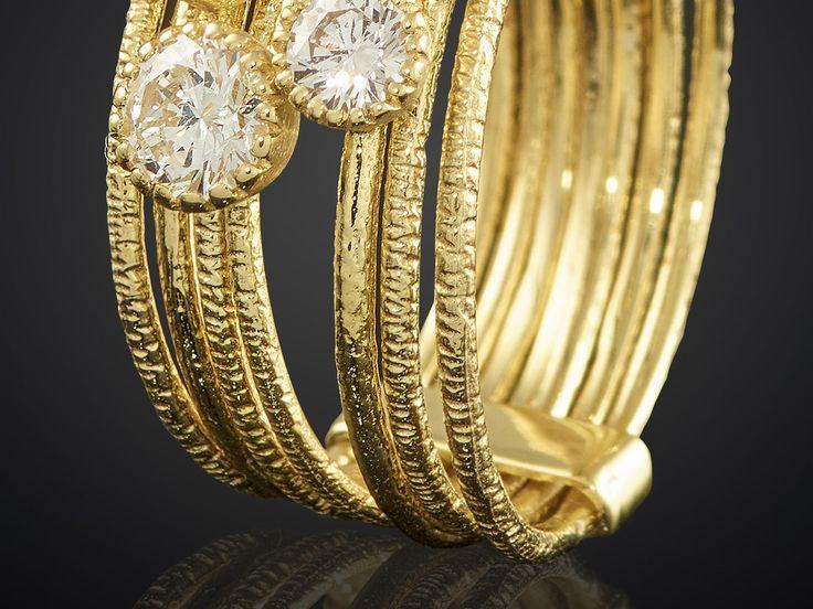 Geelgouden ring met bruine en witte diamanten bij Sieradeninstijl en Goudsmid Marijke Mul