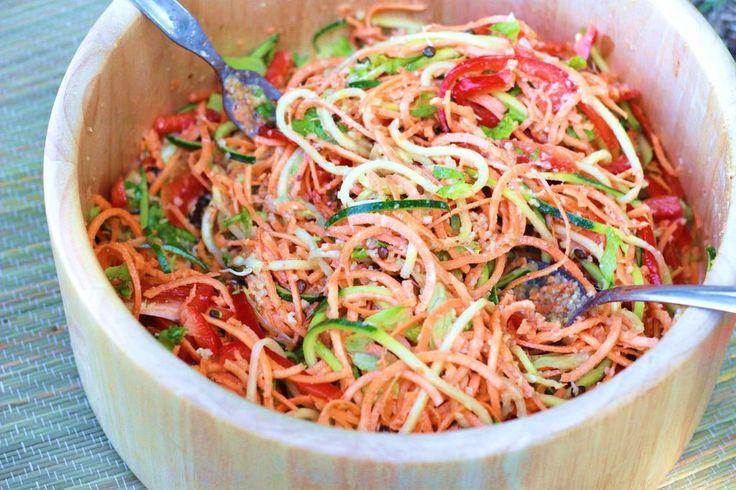 Alimentation vivante - crue : Salade Thai - sauce aux amandes