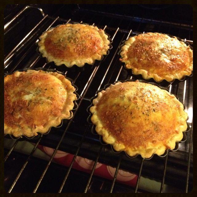 Tartelettes chorizo & mozzarelle , origan