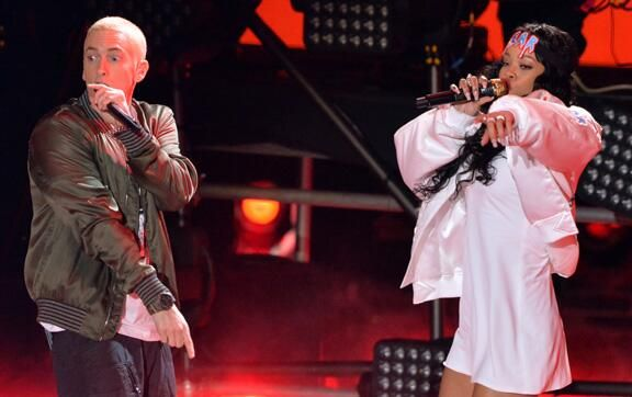 """Video: Eminem & Rihanna Perform """"The Monster"""" at 2014 MTV Movie Awards"""