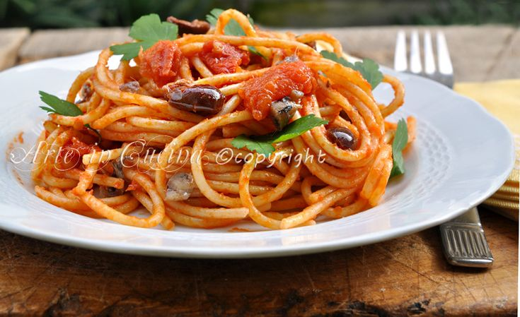 Spaghetti olive e acciughe ricetta veloce | Arte in Cucina