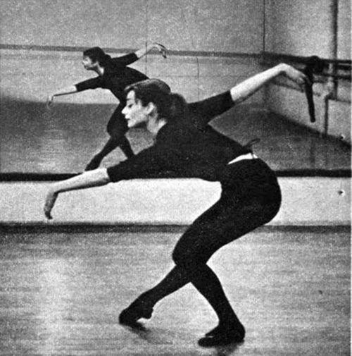 Audrey Hepburn dances :)