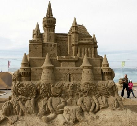 15 Amazing Pictures of Sandcastles You Won't Believe Are Real via Obsessed. Do you see Winnie the Pooh and Tigger?