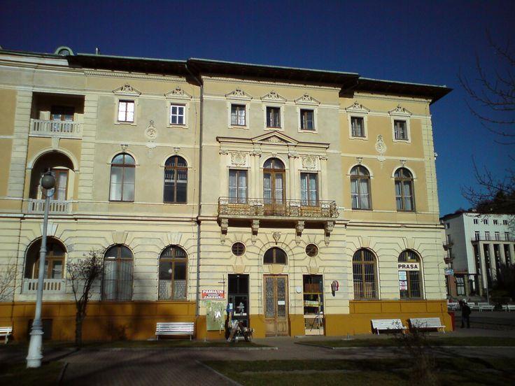 stary_dom_zdrojowy_-_krynica-zdroj_fragment_elewacji_bocznej_budynku.jpg (2048×1536)