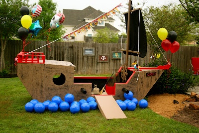 Totally AWESOME Pirate party!!! Looks like so much fun!