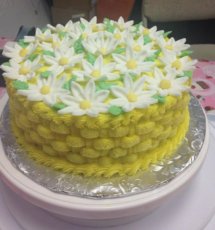 How To Basket Weave Buttercream : Buttercream basket weave tip daisys made out of fondant
