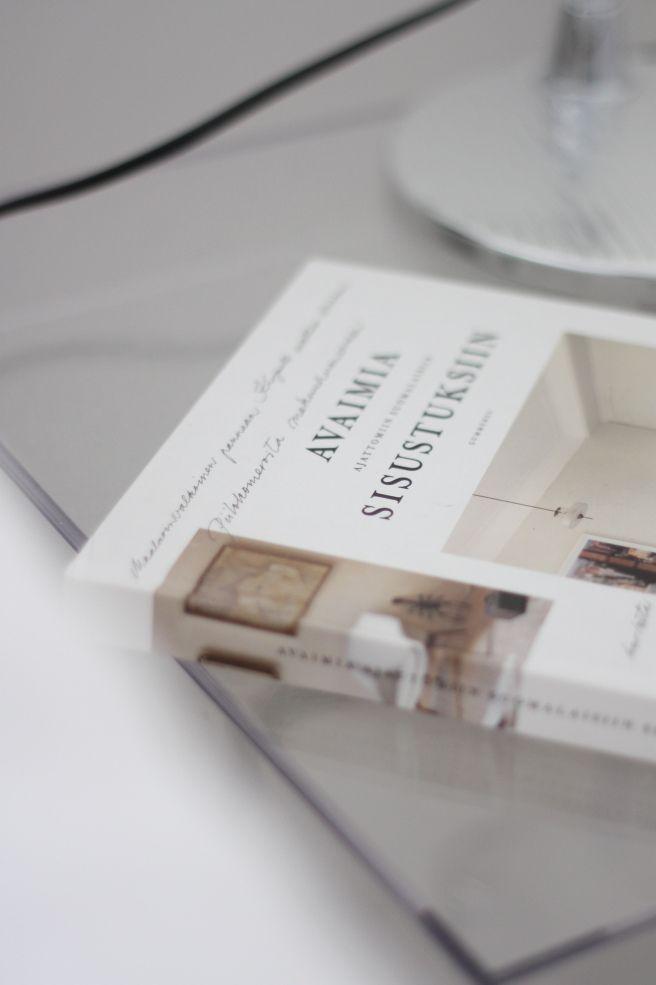 Homevialaura | Timeless Bedroom | Artemide Tolomeo | Avaimia Ajattomiin  Suomalaisiin Sisustuksiin | Kartell Jolly Night