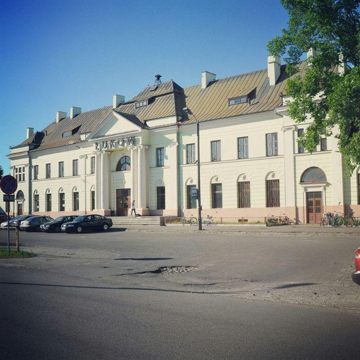 Budynek dworca kolejowego w Łukowie.