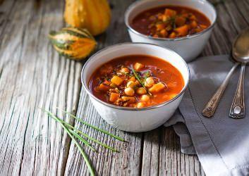 Eine wohlig-wärmende Mahlzeit für die kalten Tage, die mit besonders wenig Fett punkten kann und noch dazu wenig Carbs enthält.