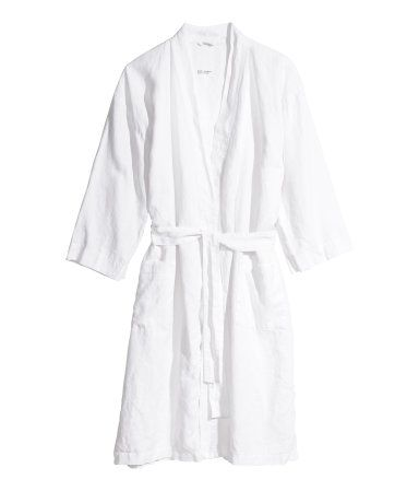 Light gray. PREMIUM QUALITY. Bathrobe in washed linen with two front pockets and tie belt. Unisex. Tumble drying will help keep linen soft.